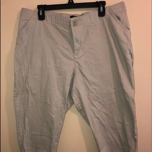 Riders By LEE beige Size 16W Cropped Slacks
